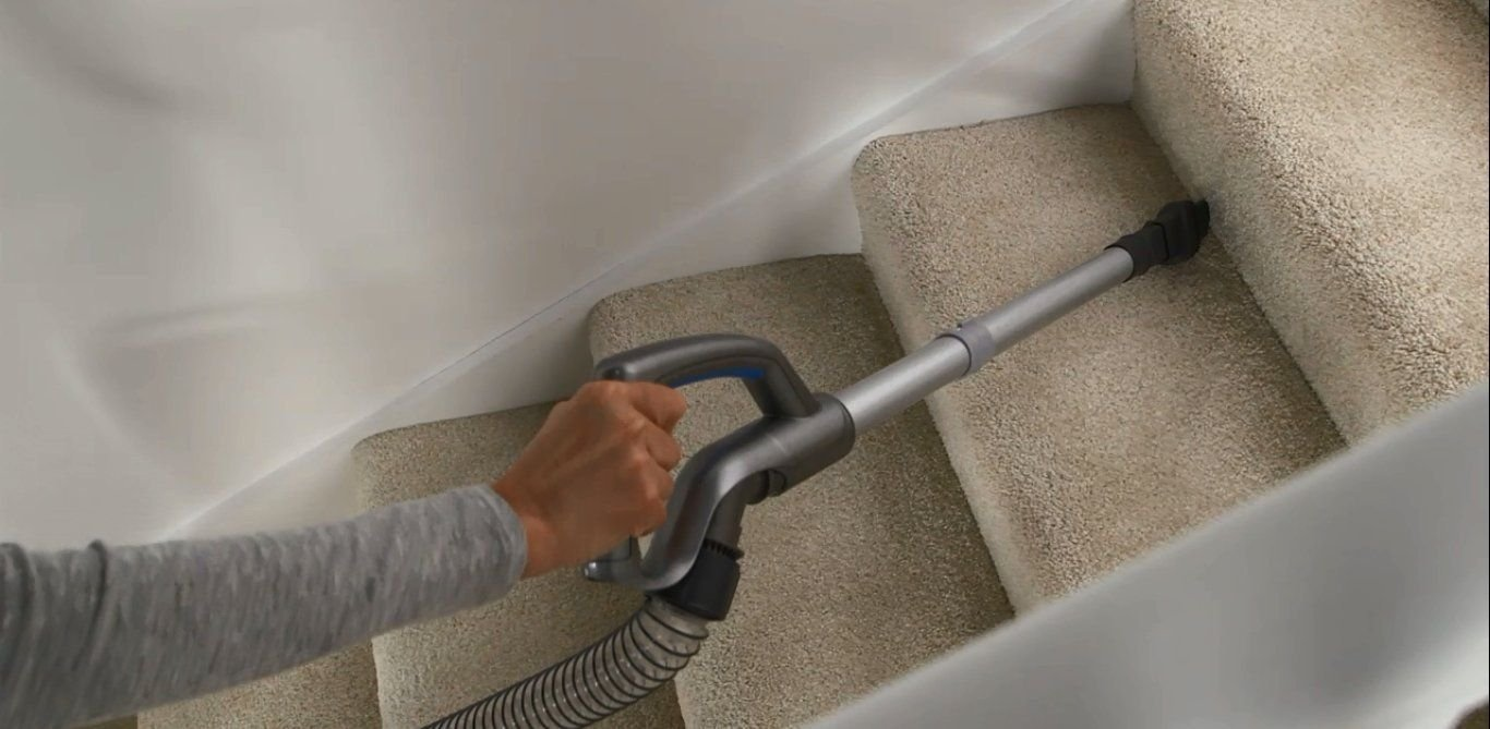 Vax U86-AL-B Cordless Vacuum with Hose cleaning stairs
